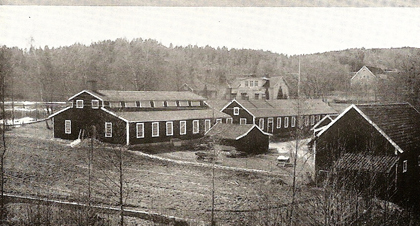 The old and new factory buildings. Photo from the 1943–44 production catalogue.