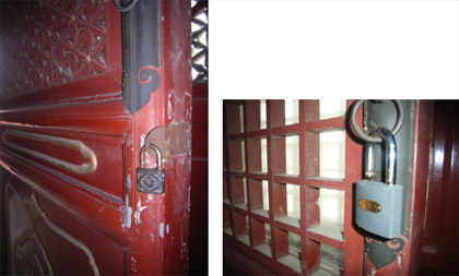 New technology in an ancient environment. The use of modern Chinese padlocks in one of the buildings in Tian Tan Park (Huangqiongyu), Beijing. Photos by the author.