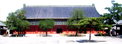 One of the buildings in Tian Tan Park, Beijing: the Imperial Heavenly Vault. This is where the emperor changed clothes for the ceremonies in the nearby Temple of Heaven. Photo by the author.