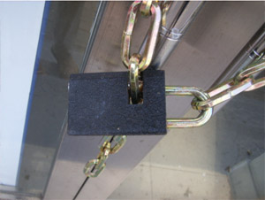 Modern Chinese padlock on a mechanical workshop in Changchun. Photo by the author.