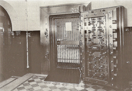 Vault door, delivered from Rosengrens to a bank in Stockholm in 1910.